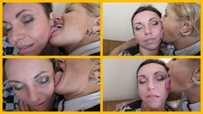 girlfriend licking face 3