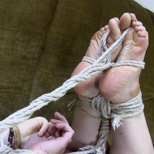 Oh damn these ropes are exciting