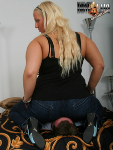 Lady Cathy's Jeanssitting Torture