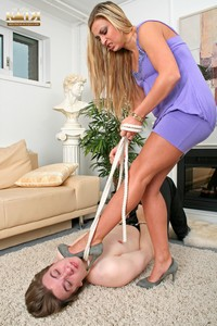 08-004 - I'm strangling my house slave (Photos)