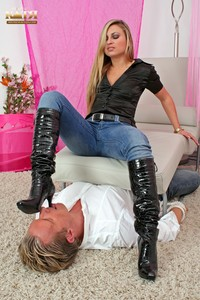 08-006 - Slave cleans my boots, socks & feet (Pictures)