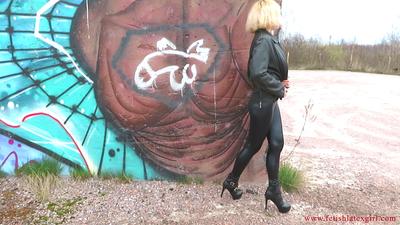 Blonde Eva walks in black leggings and shows her beautiful legs