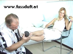 foot slave and mistress girl , leck and sniff feet