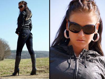 In Jeans und Stiefel