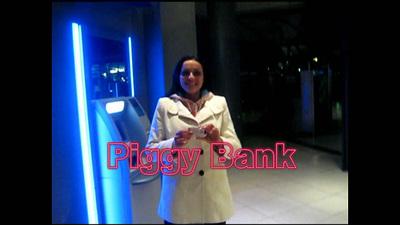Human Cash ATM, Piggy Bank, Bankautomat der Geldherrin (Avi)
