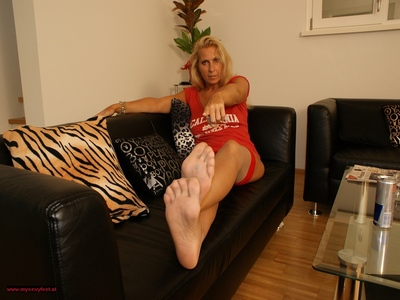 Nylon Feet Play 62