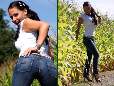 DDu liebst meinen Jeansarsch! Jeans und Shirtu liebst meinen Jeansarsch! Jeans und Shirt