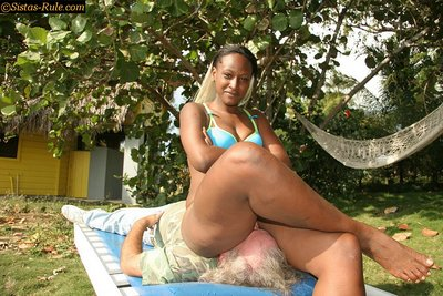 Mistress Delight Facesitting PICS # 3