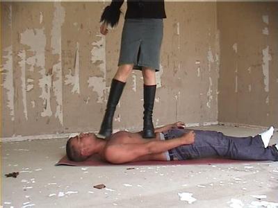 Bestrafung eines Eindringlings durch Trampling Teil1