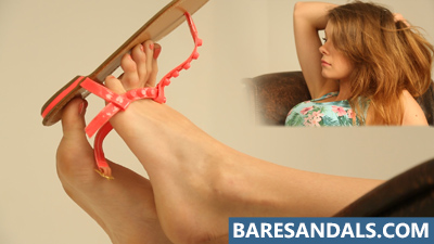 Selena dangling flat sandals on the couch - update 4136